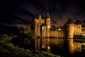 Burg Satzvey bei Nacht