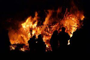 Hexenfeuer auf der Burg