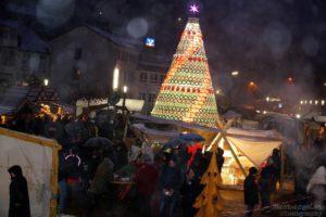Mittelalterlicher Adventmarkt um den Keramischen Weihnachtsbaum